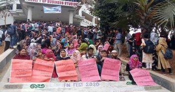 পাঁচ দফা দাবিতে কুবির বিবিএ শিক্ষার্থীদের আন্দোলন